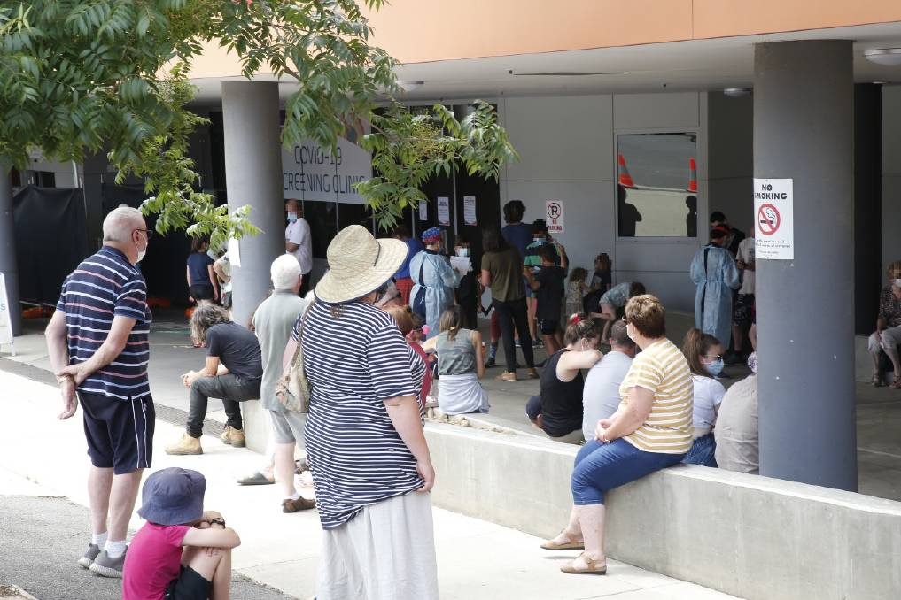 VIGILANCE: The front of the testing queue at Bendigo Health early in the afternoon. Picture: EMMA D'AGOSTINO