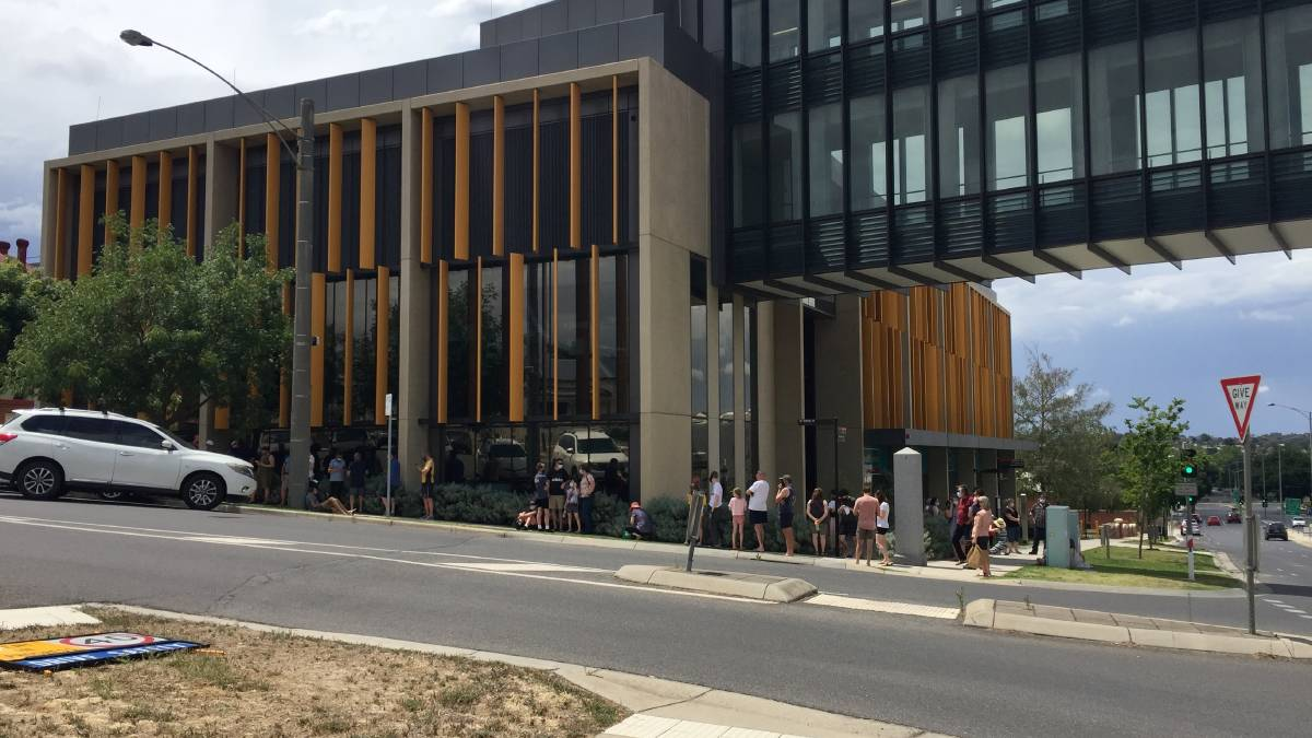 A queue for Bendigo Health's walk-in testing clinic stretches around the block. Picture: EMMA D'AGOSTINO