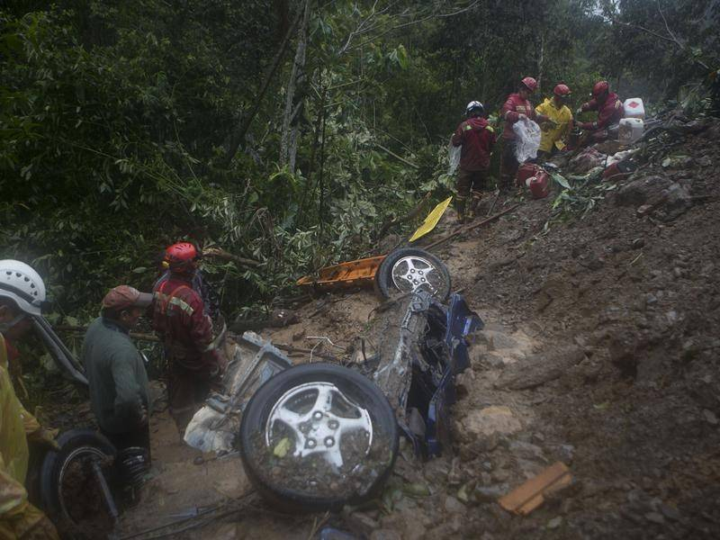 Eight people have dead after a mudslide in northeast of Bolivia's capital, La Paz.