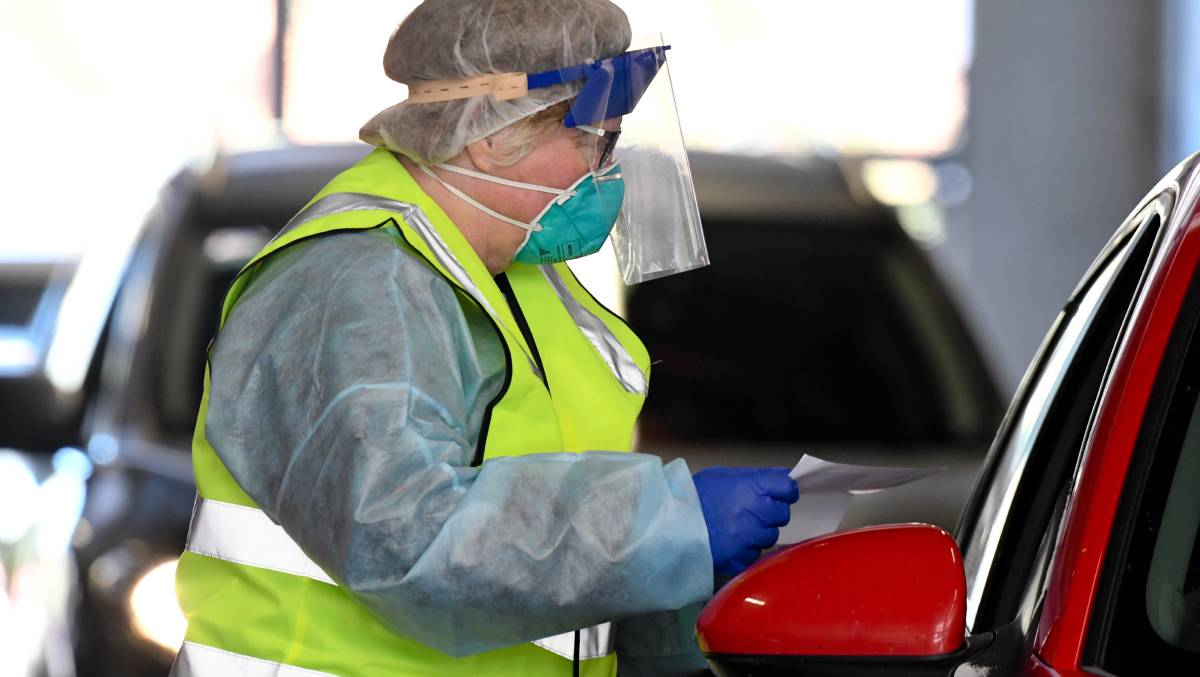 Testing at Bendigo Health's drive through clinic on Sunday. Picture: NONI HYETT